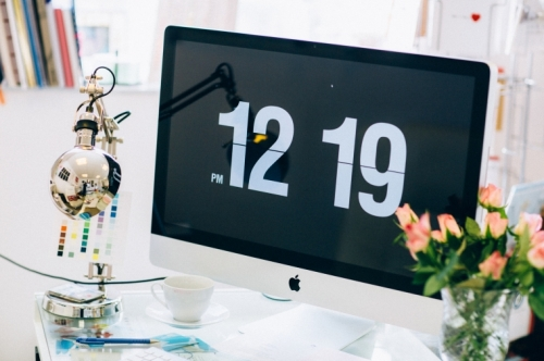 Screen saver clock for mac via madewithlovedesigns.co.uk